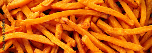 Photo  Banner of sweet potato chips in flat lay view