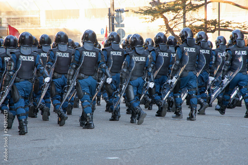 Fotografia  街を守る警察の機動隊