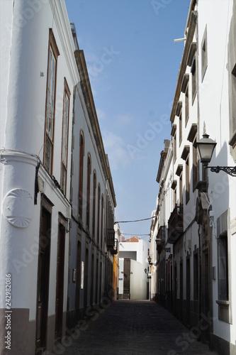 Fotografie, Obraz  Häuserzeile in einer Seitenstrasse in Las Palmas - Gran Canaria