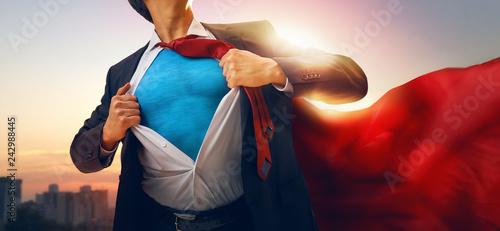 Fotografia  superhero businessman looking at city
