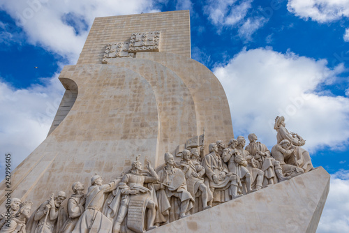 Deurstickers Historisch mon. Monument to the Discoveries in Lisbon city, capital of Portugal