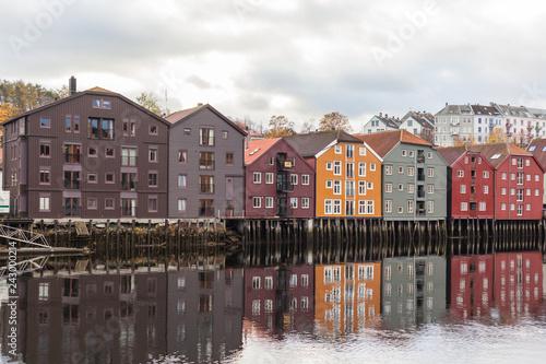 Garden Poster Scandinavia Norwegische Häuser am Wasser