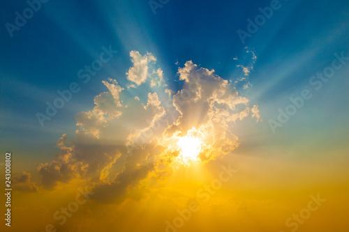 Obraz Sunset with sun rays - fototapety do salonu