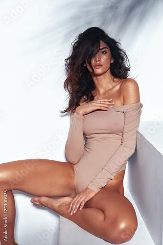 Portrait of a sensual latina lady with long, tanned legs Slika na platnu