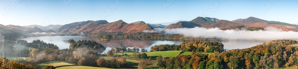 Fototapeta A panorama of Derwent Water, Lake District in Autumn colours with cloud inversion