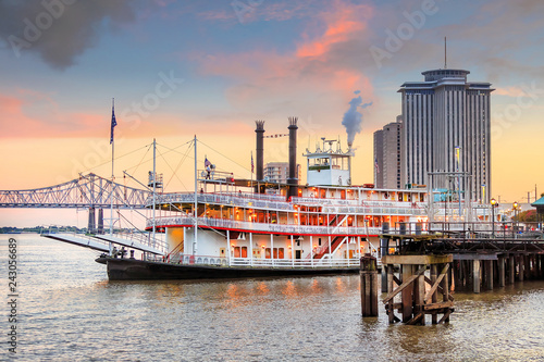 Fototapeta New Orleans paddle steamer in Mississippi river in New Orleans