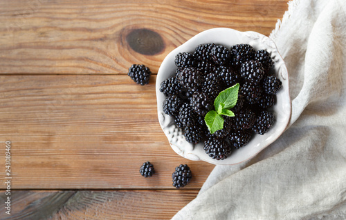 Fotografija  Freah blackberries in bowl and leaves closeup