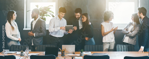 canvas print motiv - Prostock-studio : Business people discussing strategies during break in office
