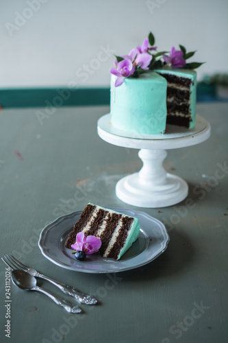 Fotografía  Wedding, festive, birthday biscuit cake decorated with pink orchid and blueberry