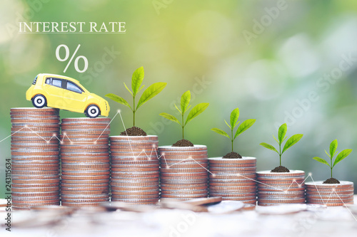 Fotografía  Interest rate and Banking concept, Miniature yellow car model and Plant growing