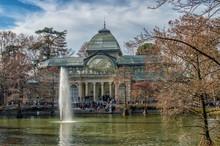 El Palacio Del Cristal Del Parque Del Retiro/ Una Imagen Del Palacio De Cristal En El Parque Del Retiro En Madrid