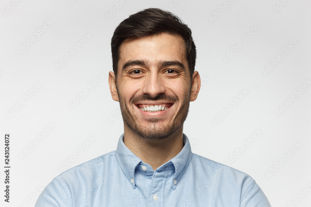 Fototapeta Close-up portrait of handsome business man laughing, isolated on gray background