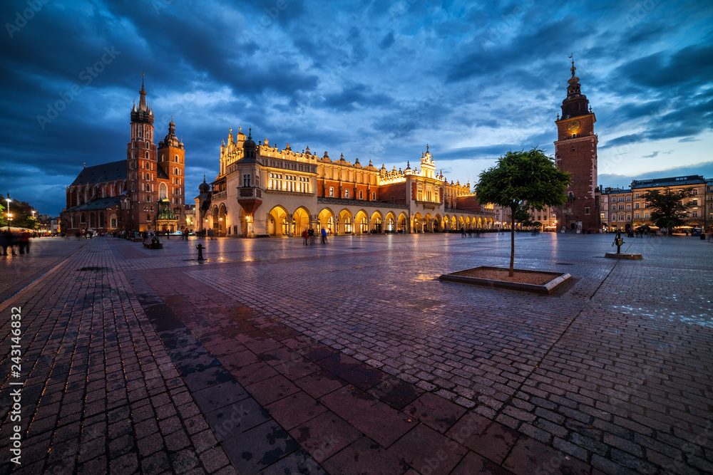 Fototapety, obrazy: Krakow Old Town Main Square At Dusk