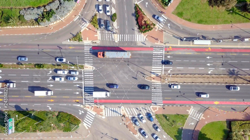 Papiers peints Avion, ballon Top down aerial image of traffic on a busy Junction with cars and trucks.