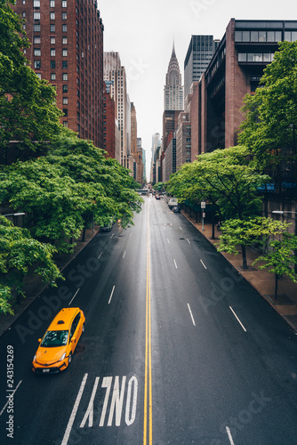 Keuken foto achterwand New York City Yellow taxi on the road in New York