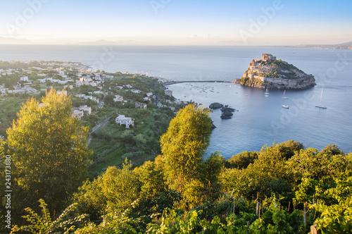 Fotografía Aerial view on Aragonese castle across coastline, Ischia, Italy