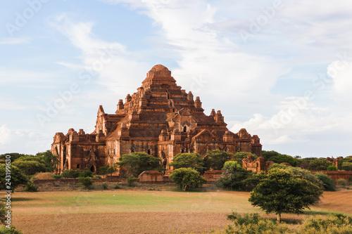 Foto  Dhammayangyi temple in Bagan, Myanmar