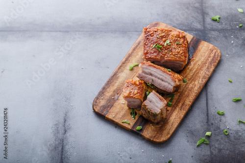 Fotografía  Thai crispy skin pork belly on wooden board, copy space