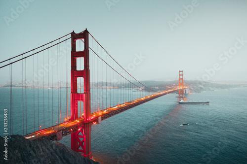 Deurstickers Amerikaanse Plekken Golden Gate Bridge in twilight, San Francisco, California, USA