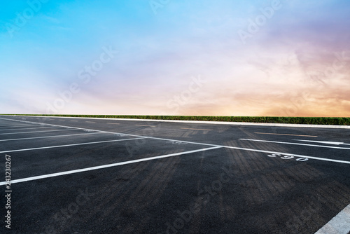 Photo Stands Gray traffic Sky Highway Asphalt Road and beautiful sky sunset scenery