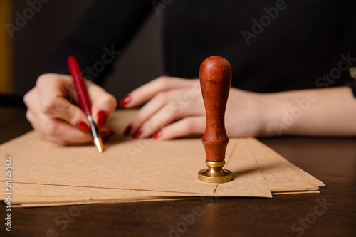 Photo Notary signing a contract with fountain pen in dark room concept