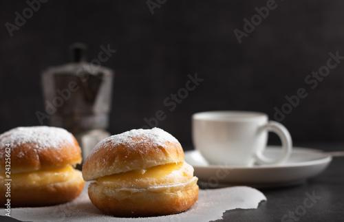 Fotografia  Freshly baked Berlin donuts