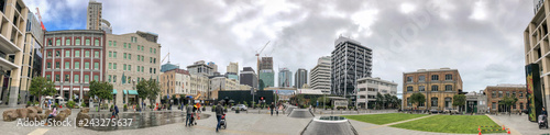 Foto op Plexiglas Antwerpen AUCKLAND, NEW ZEALAND - AUGUST 26, 2018: City skyline from Britomart, panoramic view on a cloudy afternoon