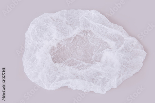 Photo  White medical disposable cap isolated on white