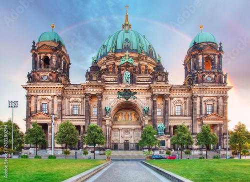 Spoed Fotobehang Berlijn Berlin, Berliner dom with rainbow