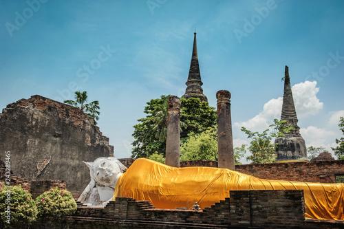 Foto  World Heritage of Wat Yai ChaiMongkhon temple at Ayutthaya history park in Thail