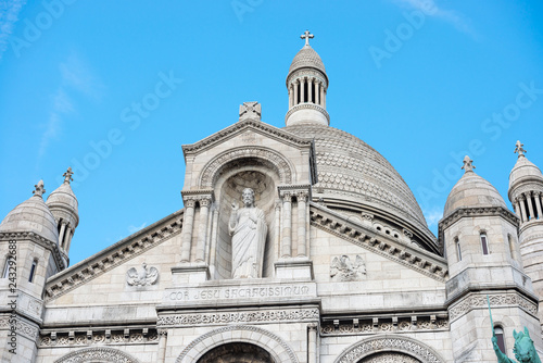 Poster Historisch geb. Basilica of the Sacred Heart of Paris or Basilica Coeur Sacre on Montmartre in Paris