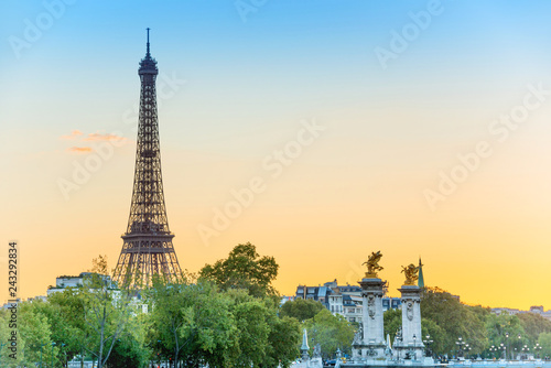 Poster Centraal Europa Beautiful view to Eiffel Tower and Pont Alexandre III at sunset. Paris, France