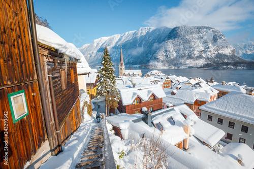 Poster Centraal Europa Hallstatt rooftops view in winter, Salzkammergut, Austria