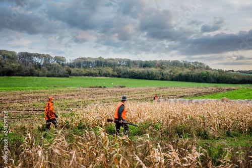 Fotografia chasseur dans les champs