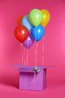 Leinwanddruck Bild - Gift box with bright air balloons on color background