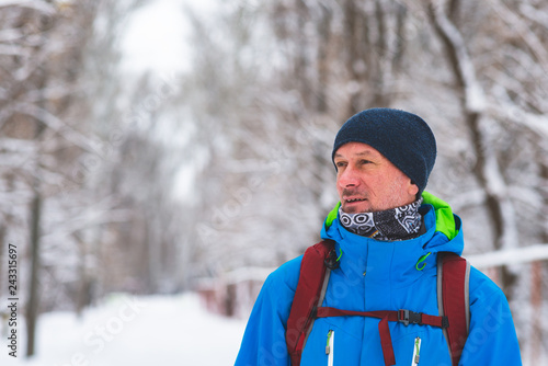 Fotografia  Happy man, traveler walking in the winter forest