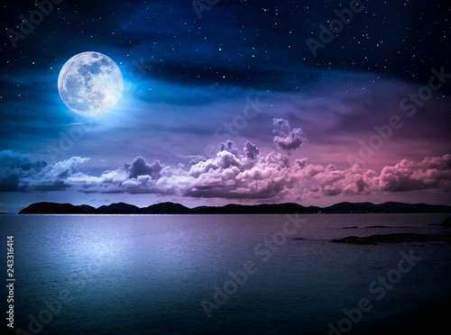 Foto auf Gartenposter Landschaft Landscape of sky with full moon on seascape to night. Serenity nature.