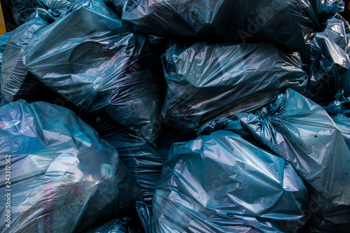 Photo sur Aluminium Aquarelle avec des feuilles tropicales Plastic place Blue Recycling Bags