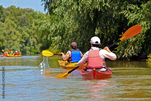 Fotografía  People row in kayak