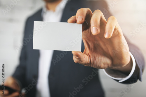 Fototapeta businessman hand showing blank white business card closeup obraz