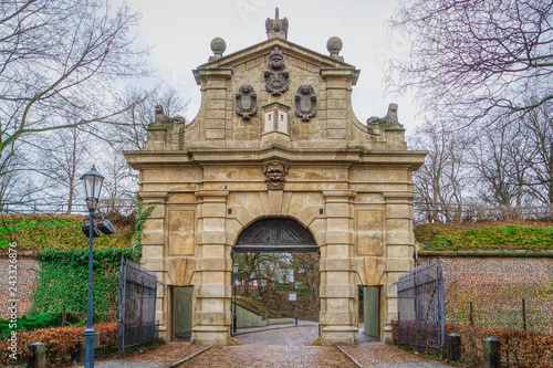 Foto  The Leopold Gate to the fortress Vysehrad in Prague (Praha), Czech Republic