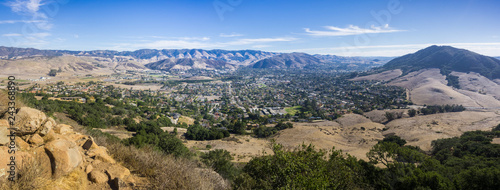 Photo Aerial view of San Luis Obispo from the hiking trail to Bishop Peak, California