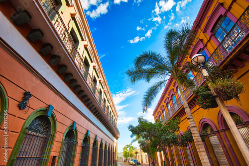meksyk-mazatlan-kolorowe-stare-ulice-miasta-w-historycznym-centrum-miasta