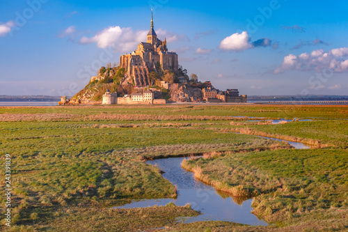 Carta da parati Mont Saint Michel at sunset, Normandy, France