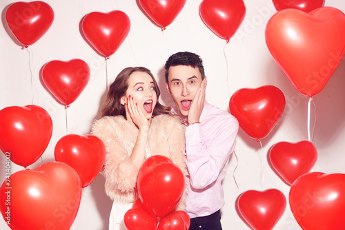 Photo  Man with his lovely sweetheart girl shocked