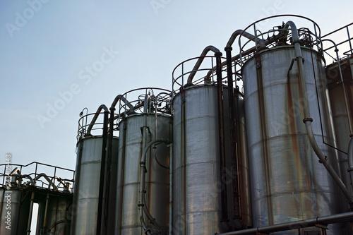 Fotografie, Obraz  川崎の工業地帯の並んだ大きなタンク