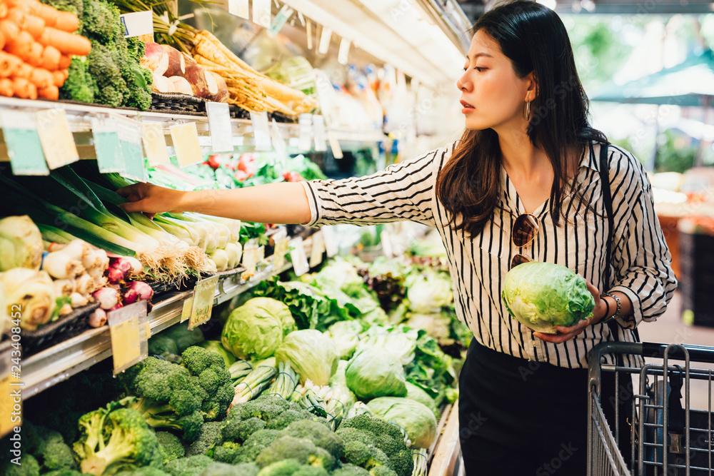 Fototapeta elegant female grocery shopping