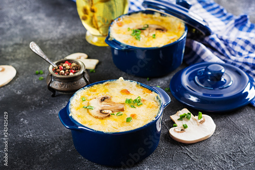 Baked mushroom julienne with chicken and cheese in pots.