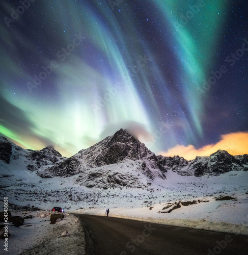 Photo sur Aluminium Aurore polaire Aurora Borealis (Northern lights) explosion over snow mountain