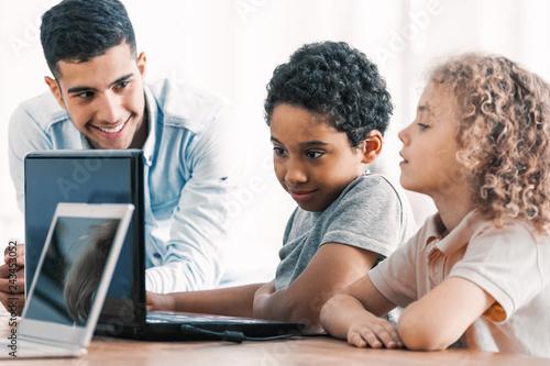 Fotografía  Smart boys and teacher during computer programing class for kids